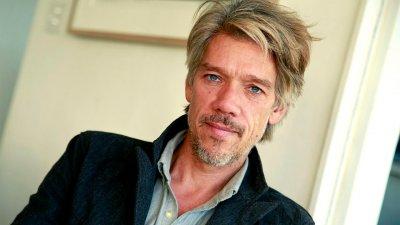 Автором сценария и режиссером фильма The Division стал Стивен Гэхен