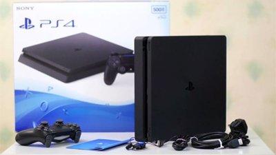 PS4 Slim поступит в магазины к 15 сентября